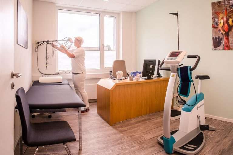 Imke Kieselhorst in Raum EKG und Fahrradbelastung